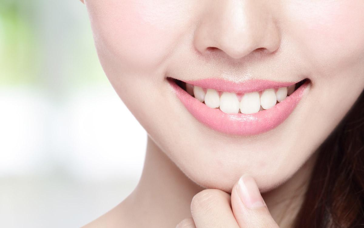 画像:笑顔のスマイルライン(歯と唇のバランス)