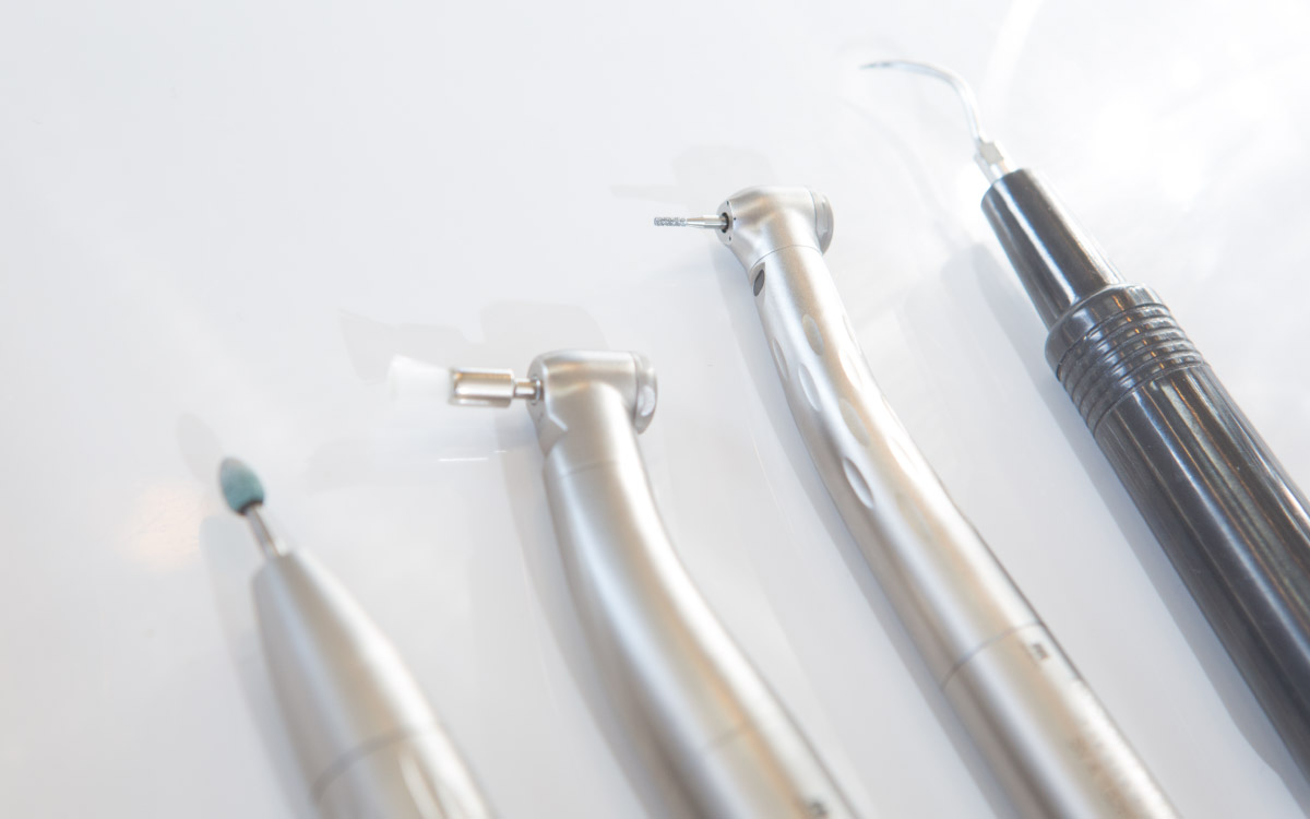 画像:虫歯治療・抜歯が必要な場合